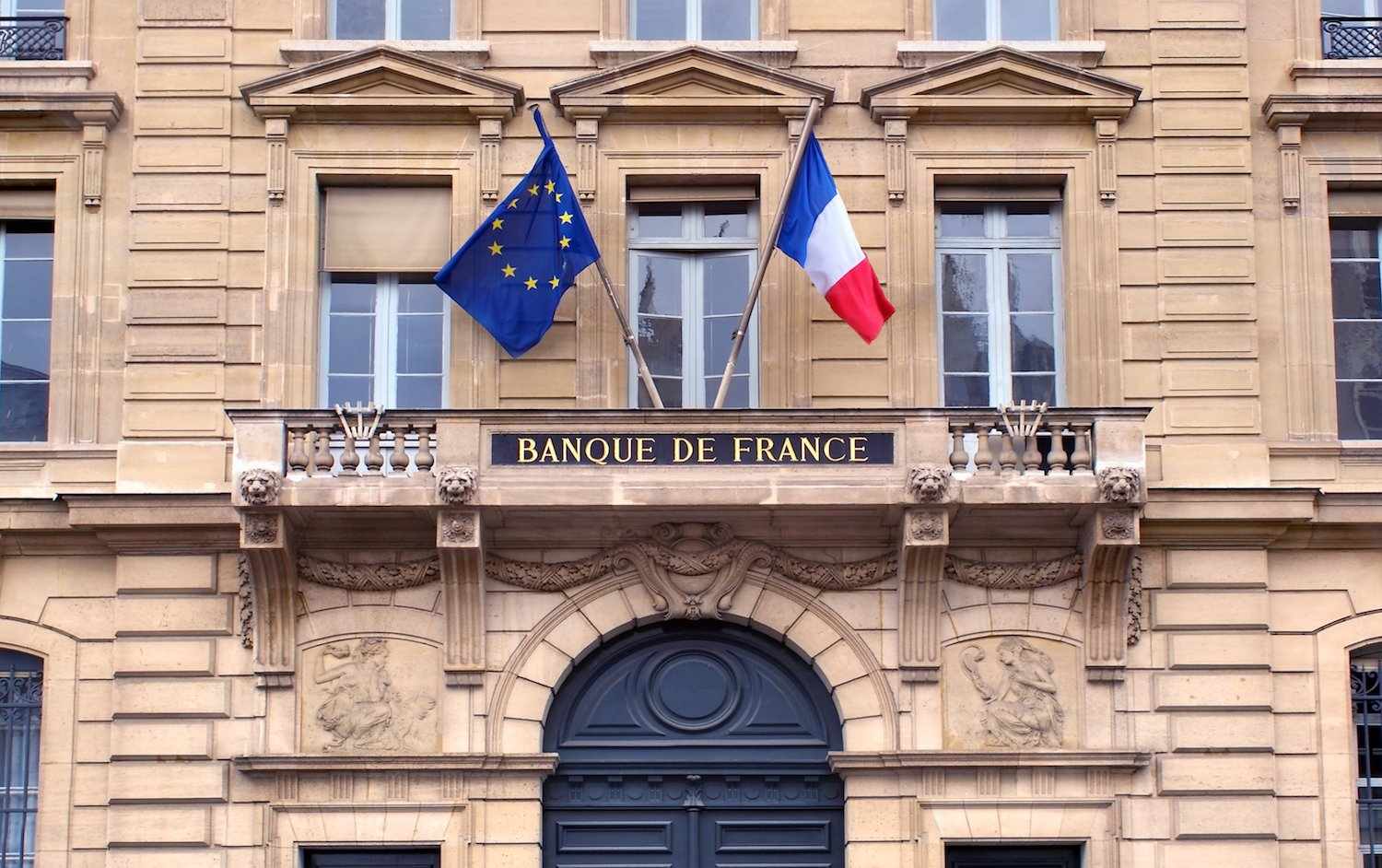 Invest in Bitcoin 'At Your Own Risk,' Warns French Central Bank