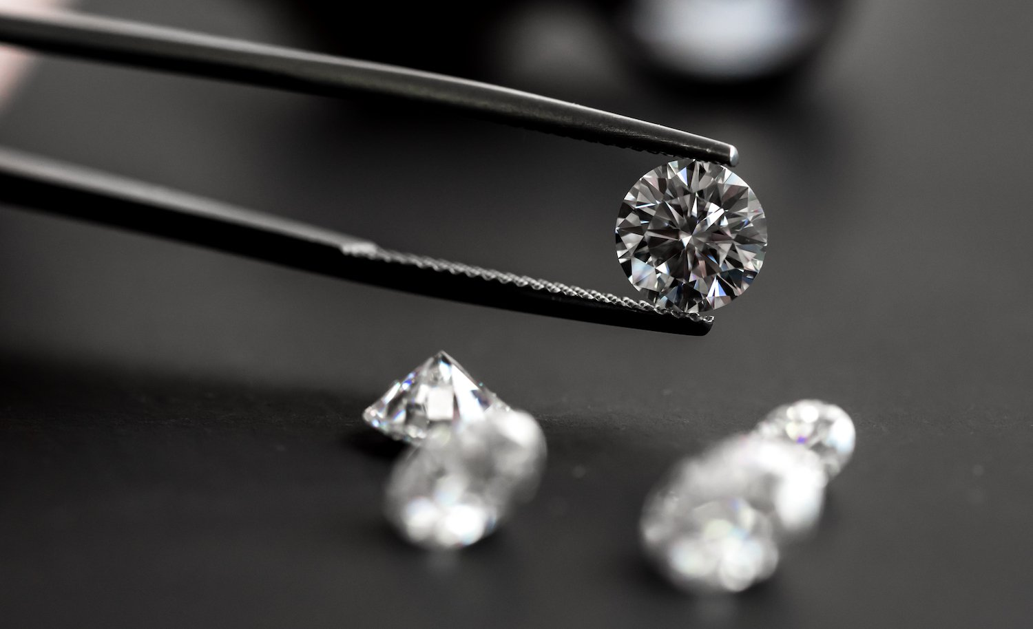 Blockchains Are Forever? Diamond Giant De Beers Unveils DLT Strategy