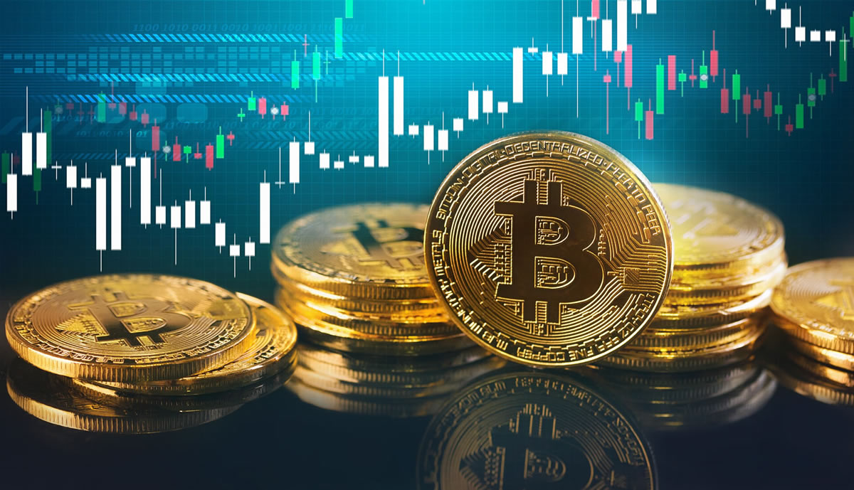 Analyst: Bitcoin Will Break Higher in Next Move Based on 12 Month Trends