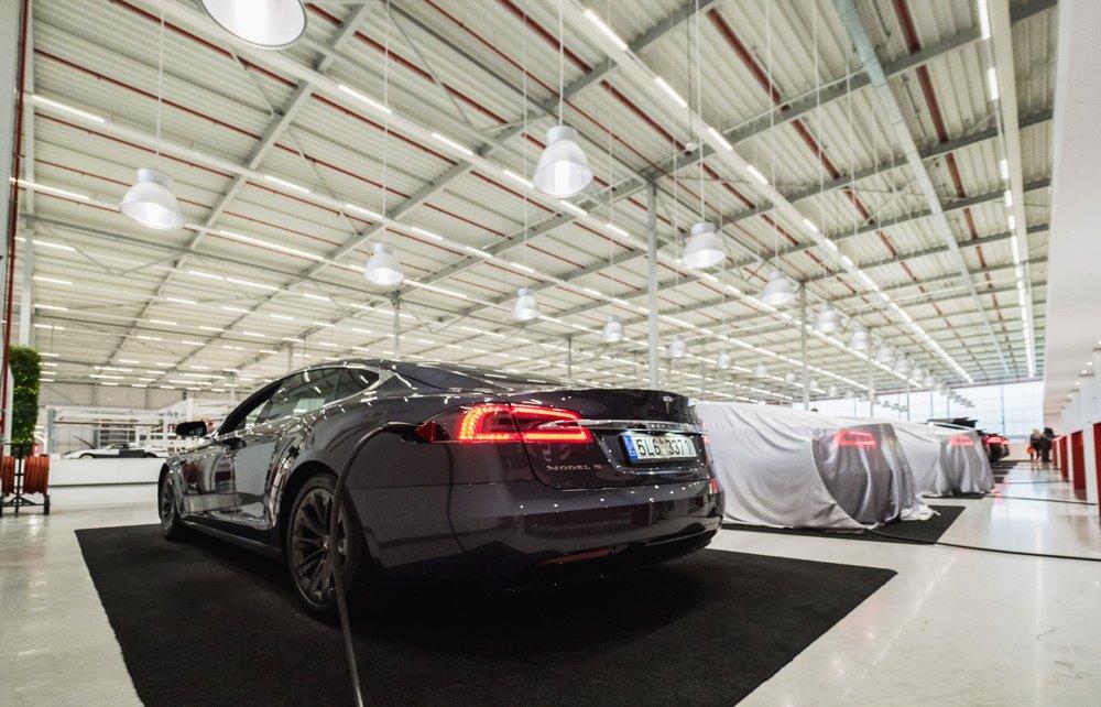 Elon Musk Loads Up Tesla Stock But Carmaker's Worst Enemy is Tesla Itself: Morgan Stanley