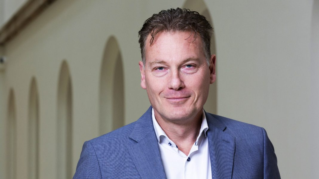 dutch-official-predicts-crypto-market-crash,-says-'the-netherlands-must-ban-bitcoin-now'
